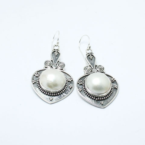 Silver jewelry pearl